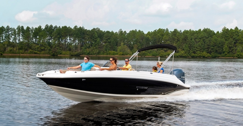 Stingray<br>Deck Boat 212 SC